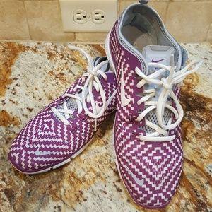 Women's Nike Tennis Shoes (Size 10)
